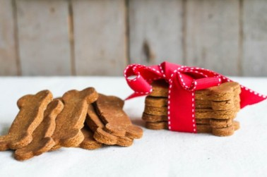 gingerbread-dog-biscuits-1-of-5-550x366